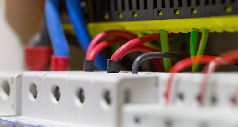Steuerungstechnik bei Elektro Elas bei Erding